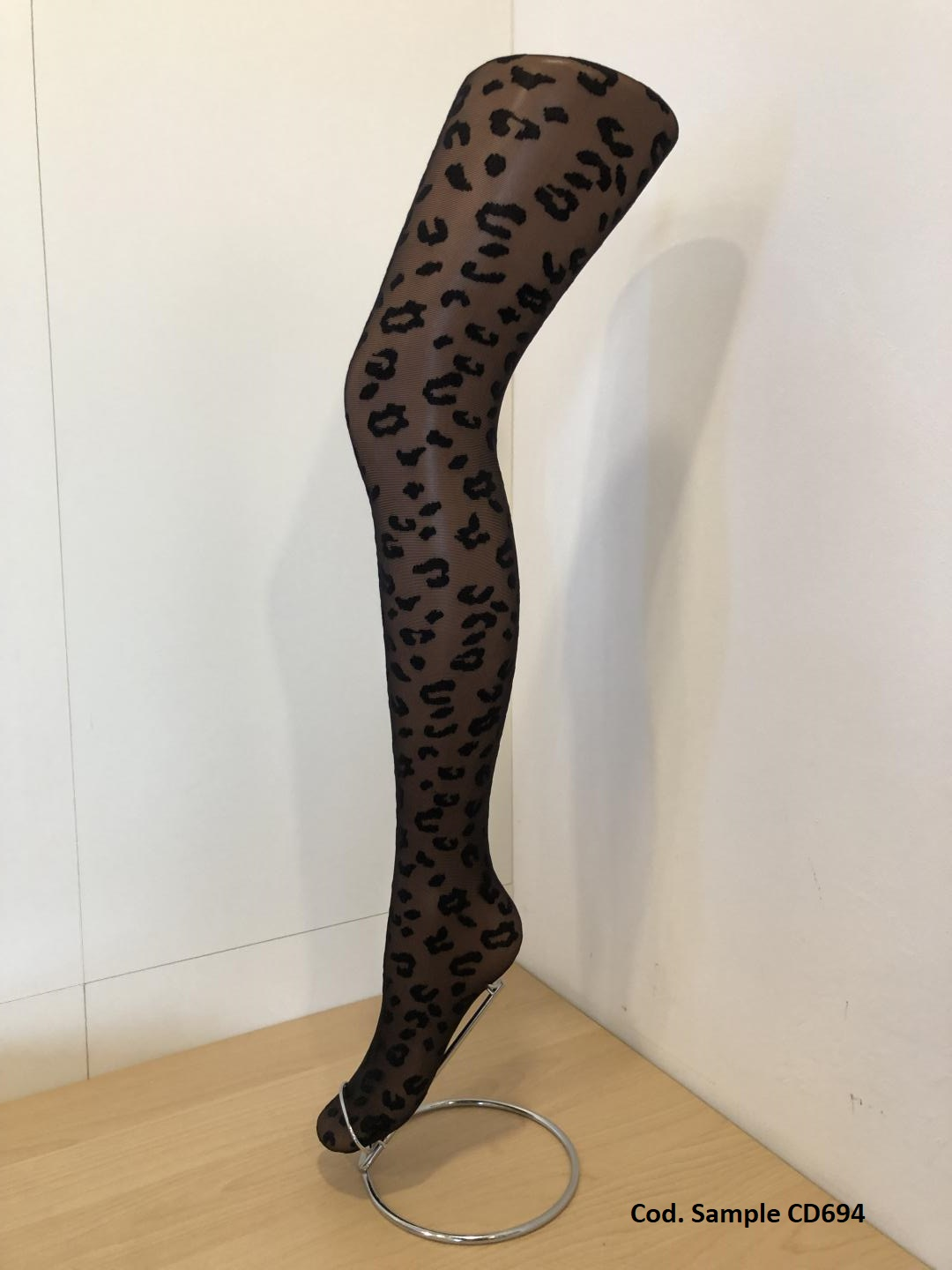 PANTYHOSE WITH LEO PATTERN! 🐆